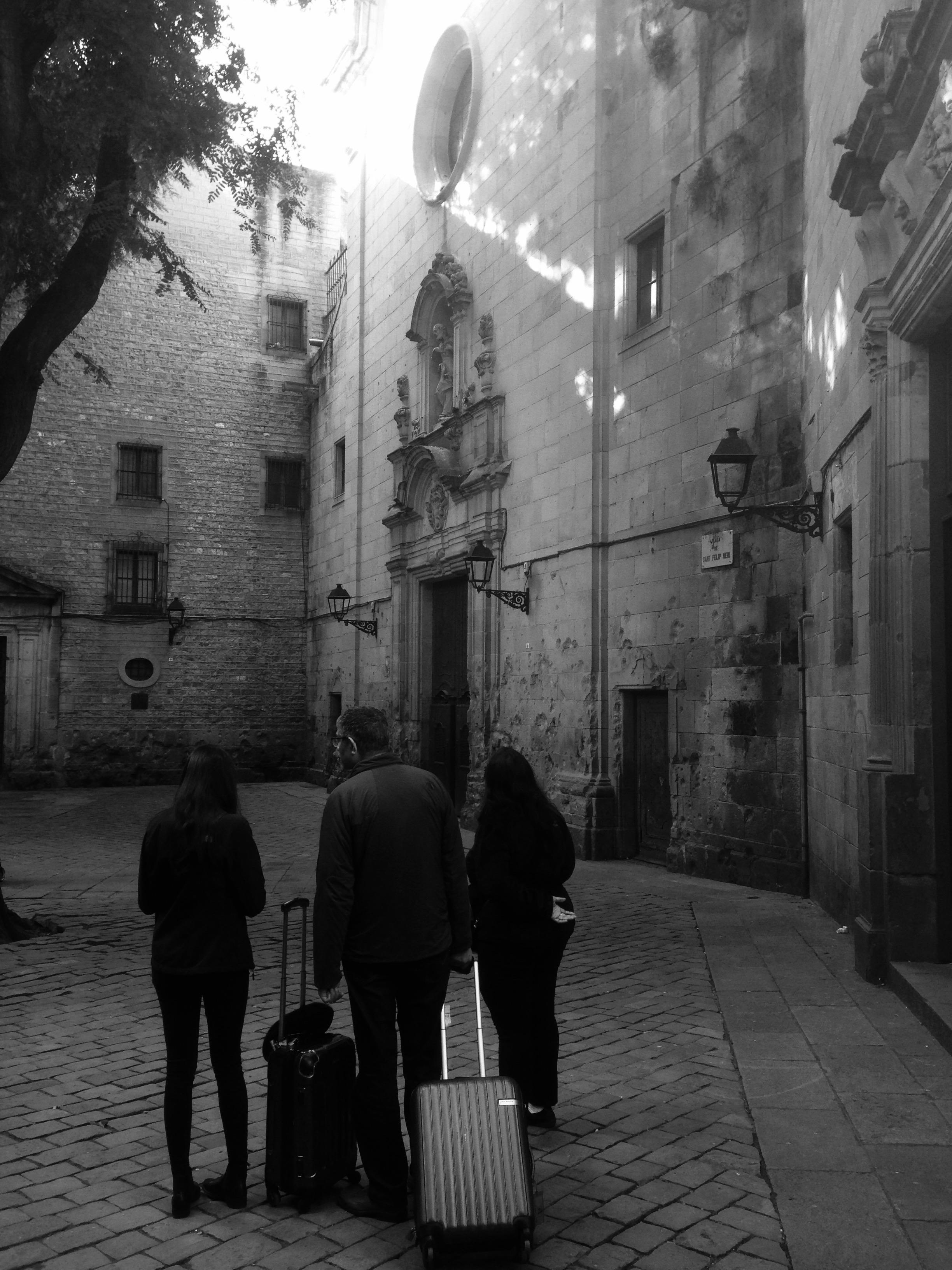 Un grupo de turistas en Sant Felip Neri.