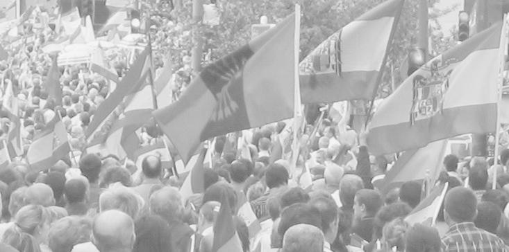 Banderes franquistes i falangistes en una manifestació del 2007. / Foto: José María Mateos (Vikipedia)